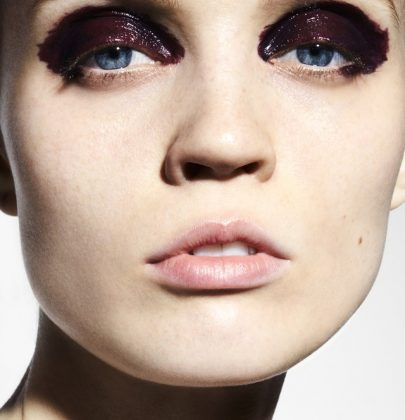 Maquiagem minimalista de Holly Silius e novidades para o verão.