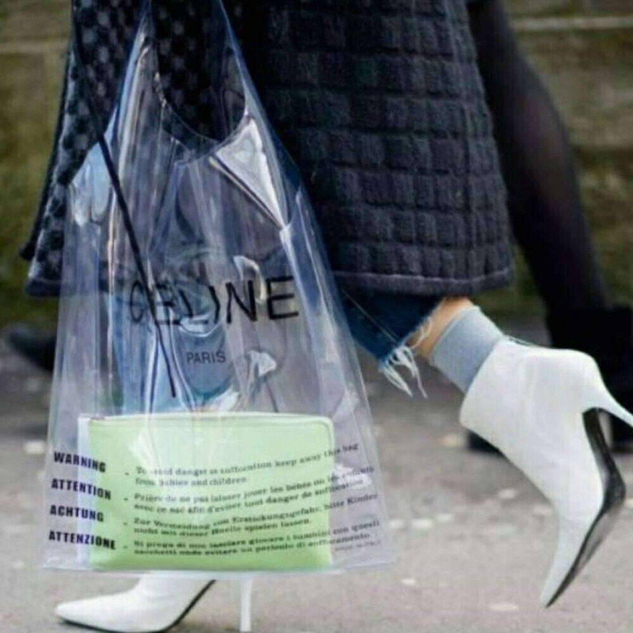 Sacolas de plástico caras e na moda.