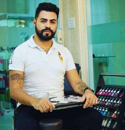 Manicure barbado faz sucesso em Santos.