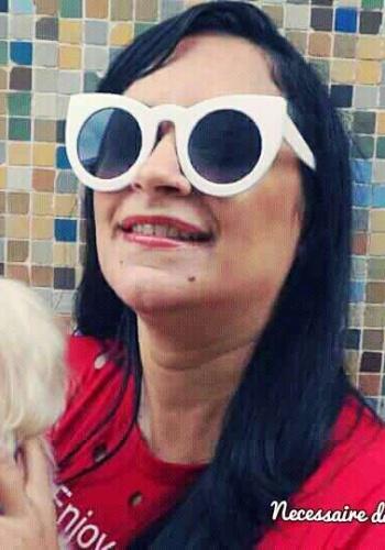 Criou o blog Necessaire da Diva em 2015.