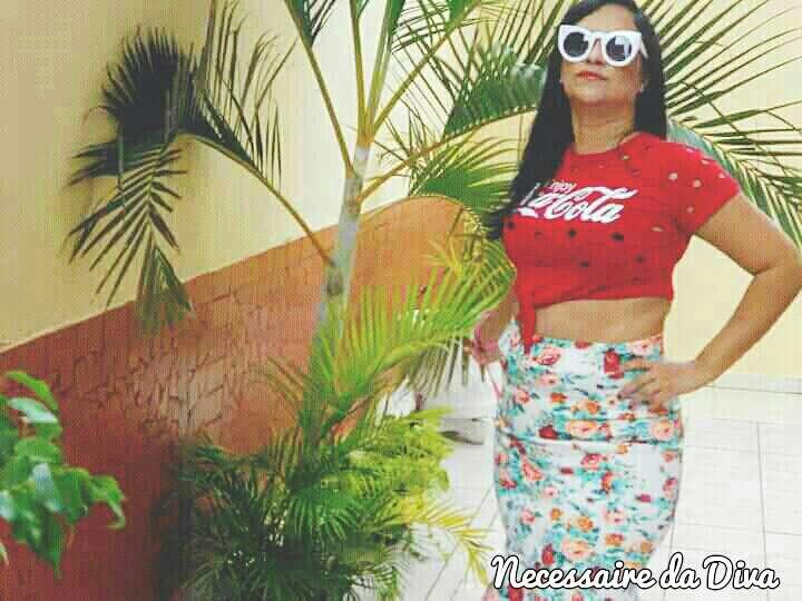 Look do dia: blusa street style + saia com babado.
