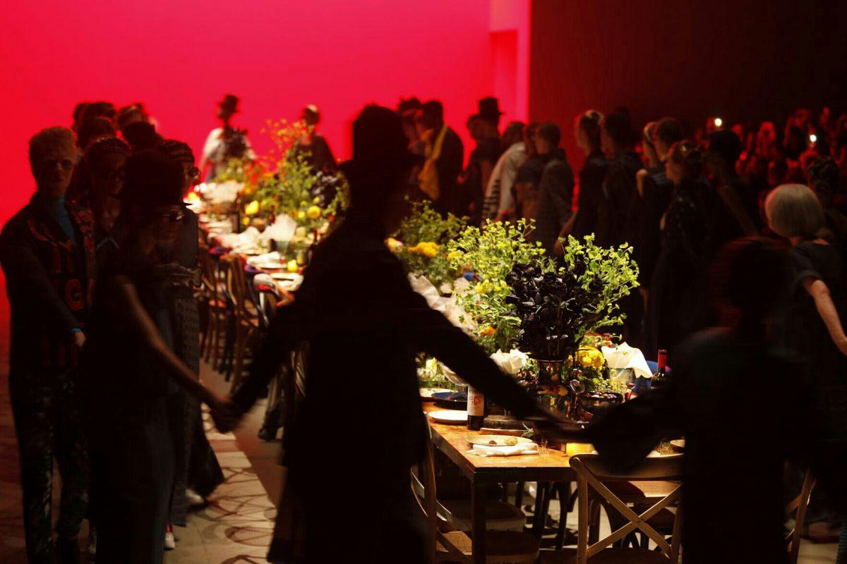 uma mesa para todos aborda ronaldo fraga em desfile spfw