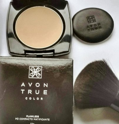 Compact mattifying Avon True Color review.