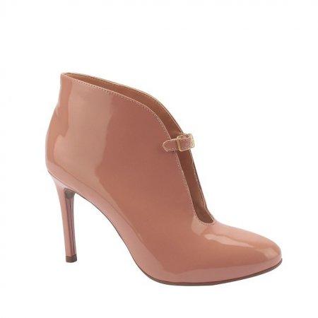 Tendências: calçados femininos 2019 na coleção outono/inverno da Via Uno